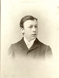 Lawrence J Munson in 1895